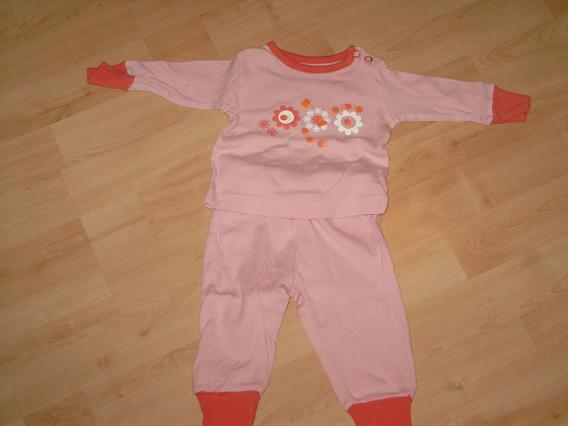 B295 Lief rose pyjamaatje mt 50/56