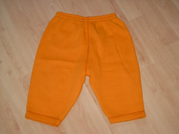 B87 Leuke oranje joggingbroek Beebies mt 86