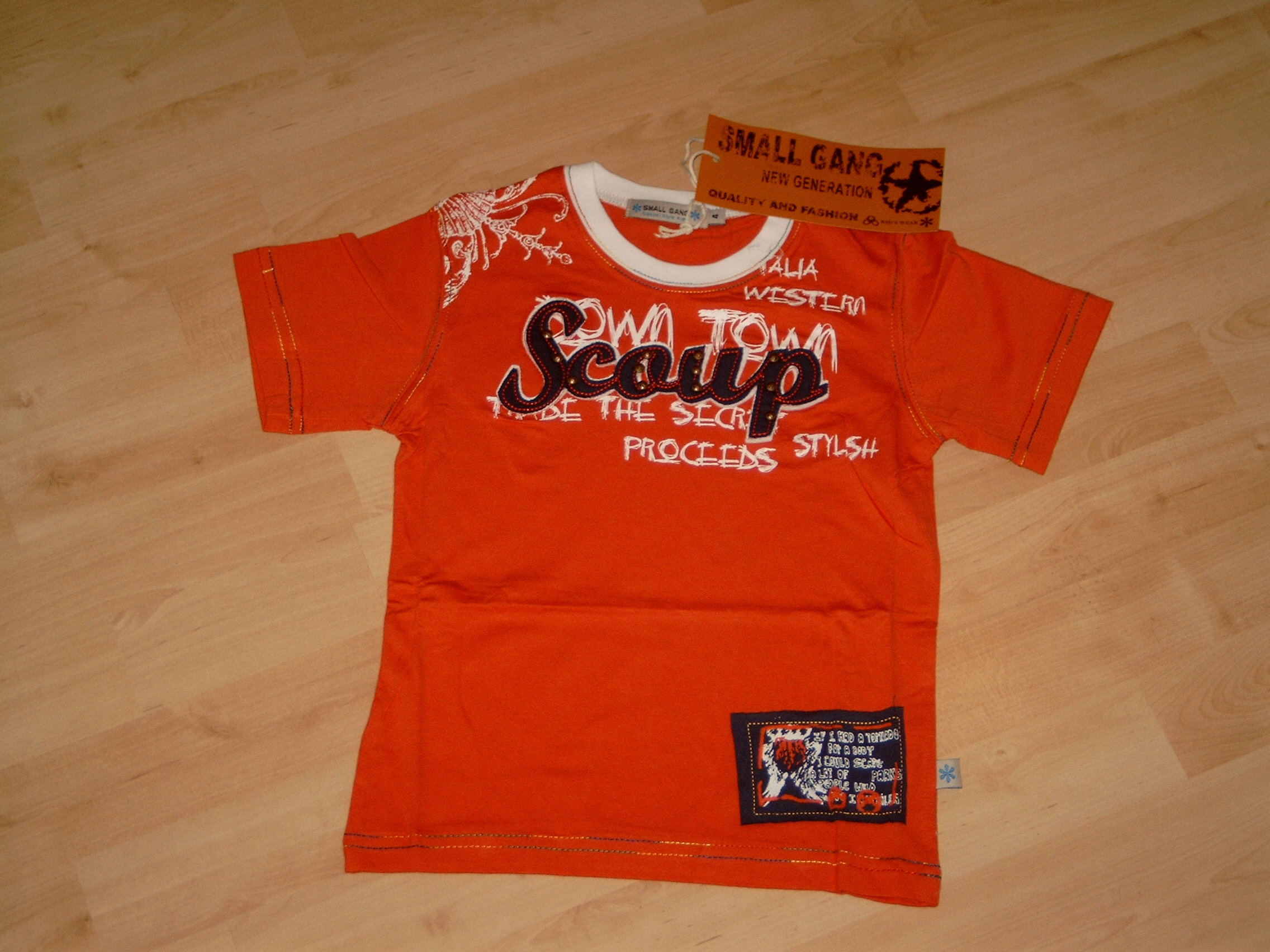 D505 Stoer rood t-shirt Small Gang mt 134/140